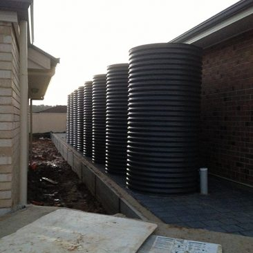 Custom made Aquaplate tanks to fill narrow area